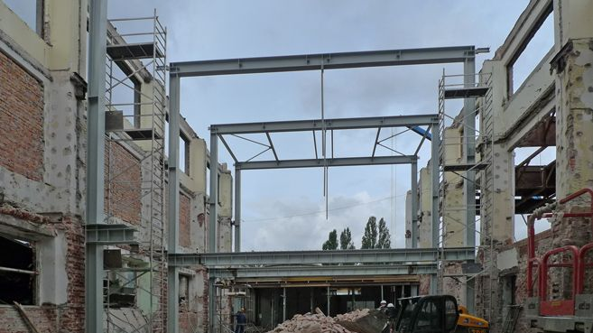 symmetrical wing with the new steel structure